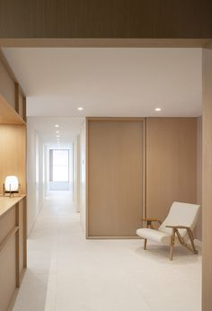 Swiss Concept by Francesc Rifé Studio — Thisispaper Magazine Clinic Interior Design, Clinic Design, Spanish Interior, Japanese Interior, Hospital Design, Function Room, Spa Design, Treatment Rooms, Contemporary Interior Design