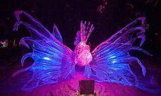 15 formidables sculptures taill�es dans un seul gigantesque bloc de glace