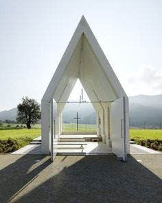 Minimalist Wedding Venue: The perfect minimalist wedding needs the perfect minimalist venue, and how dreamy is this white modern chapel in the middle of a field in Austria? Almost enough to warrant a wedding abroad, right? | Essential Details for a Minimalist Wedding
