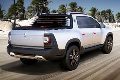 The first upcoming pickup truck from Renault, the Duster Oroch has been revealed at the Buenos Aires Motor Show with unique body language for the customers. New Renault, Renault Sport, Toyota Hilux, Pick Up, Bmw E28, Dacia Duster, Nissan Navara, New And Used Cars, Car Car