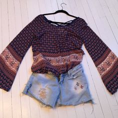 Great top. Sheer top a-line.. great with denim short shorts or untucked with leggings or skinny jeans. Easy machine wash and go. No signs of wear. Size M. Tops Blouses