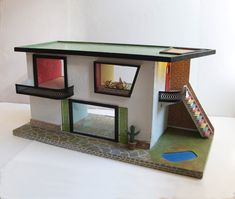 Unbelievably cool vintage dollhouse via wary meyers Vintage Dollhouse, Modern Dollhouse, Dollhouse Dolls, Dollhouse Miniatures, Miniature Houses, Miniature Dolls, Doll Furniture, Dollhouse Furniture, Diy Karton