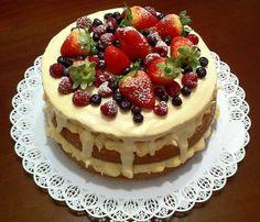 Bolo Naked Cake de chocolate branco e frutas vermelhas http://docesdcoracao.wix.com/docesdcoracao