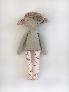 Make A Stuffed Toy Heirloom doll Handmade stuffed lamb rag doll Doll Crafts, Diy Doll, Sewing Crafts, Fabric Toys, Fabric Scraps, Rainbow Bedding, Doll Maker, Soft Dolls, Cute Dolls