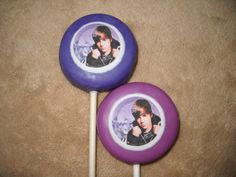 1.65 = edible decal oreo lollipop. sold individually. made to ship 3 weeks after payment - provide the following for a price quote * event date * quantity * state * zip code * email address emails checked every 35min when in chocolate room from 6am - 10pm or you may text me any hour when you are online Chauntelle castlerockchocolates at yahoo.com 307/899-7100 text any hour