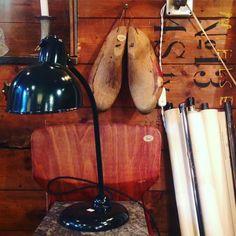 Jaaa så blev det endelig torsdag og jeg står klar i butikken så kom ned og sig Hej  Se lige denne skønne Christian Dell lampe i dyb grøn  Vh Emilie Dell lampe H45 B25 - 2100kr  Gamle træskoindlæg H30 - 350kr #old #oldkbh #vintage #furniture #vintagefurniture #christiandell #tablelamp #dell #bordlampe #homedecor #recycle #genbrug #interior #interiør #copenhagen #københavn #nørrefarimagsgade53 by oldkbh