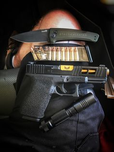 """tacticalsatan: """"Today's carry brought to you by: Glock, Streamlight, ETS, and Kershaw """""""