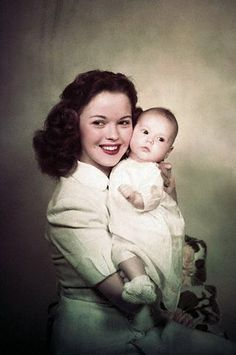 Image from http://novapopp.com/wp-content/uploads/2014/02/Shirley-Temple-with-her-Daughter-Lori-shirley-temple-5016027-319-480.jpg.