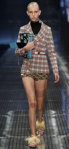 Desfile Prada PrimaveraVero 2017 Milan Fashion Week Destaques  Fragmentos de Moda