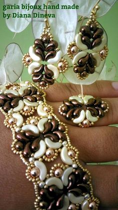 Ingrid bracelet photo tutorial PDF An easy form, can be mounted in a thousand ways (like ring, earrings ...) Difficulty: easy Zoliduo bronze (right and left) 24 right and 24 left zoliduo,arcos pastel cream 34,Hematite 4mm bronze 14, and 4mm pink gold 26,Rocailles gold-11/0 and