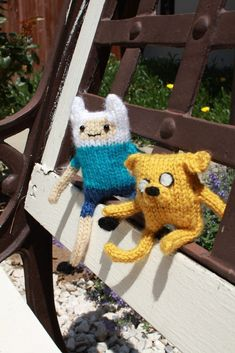Adventure Time Finn And Jake Dolls  •  Free tutorial with pictures on how to sew a cartoon plushie in under 180 minutes