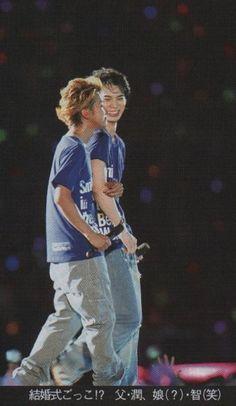 大野智×松本潤 Japanese Boy, Japan Art, Beautiful World, Boy Bands, Handsome, Concert, People, Japanese Art, Concerts