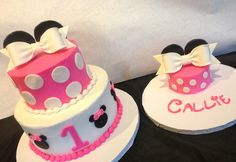 Pink and white polka dot Minnie Mouse cake Birthday cake with smash cake Minnie Mouse Birthday Cakes, Minnie Mouse Theme, 1st Birthday Cakes, Birthday Ideas, Mickey Birthday, Birthday Parties, Bolo Mickey E Minnie, Pink Minnie, Minnie Mouse Cake