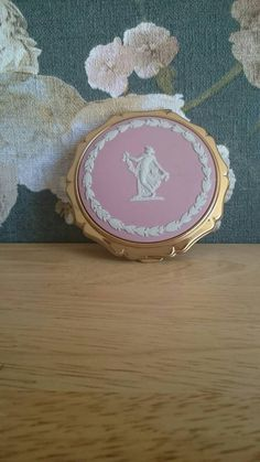 Vintage Pink ladies Wedgwood Jasperware collectable Stratton Compact make up foundation powder cosmetics beauty Stratton Compact, Everyday Items, Wedgwood, Vintage Pink, Pink Ladies, My Etsy Shop, Antiques, Lady, Check