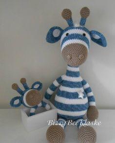 Ik had nog wat restjes over van Gijs Giraf   Daar heb ik een rammelaar van gemaakt...zo bij elkaar heb je een leuk kraam cadeautje         ...