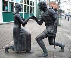 The Robin Hood and Maid Marian statue, Edwinstowe, Nottinghamshire, East Midlands, England, UK  -  Outside the new library is a statue of Robin Hood proposing to Maid Marian.