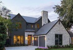 Black House Exterior, Grey Exterior, Modern Farmhouse Exterior, Exterior House Colors, Grey House Exteriors, Modern Home Exteriors, Exterior Homes, Dark Grey Houses, Dark House