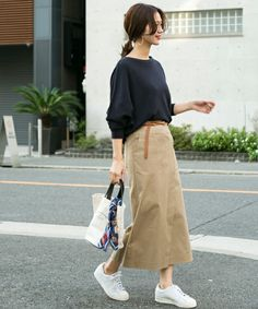 Womens outfits with sneakers summer dresses 16 Ideas Japanese Minimalist Fashion, Japanese Street Fashion, Minimal Fashion, Korean Fashion, Casual Work Outfits, Modest Outfits, Simple Outfits, Japan Fashion, Look Fashion