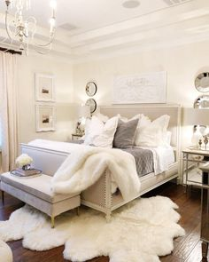 Awesome Cozy Bedroom Design Ideas You Must Try 38 - Crunchhome Comfy Bedroom, Small Room Bedroom, Master Bedroom Design, Dream Bedroom, Home Decor Bedroom, Bedroom Inspo, Bedroom Inspiration, Modern Bedroom, Fancy Bedroom
