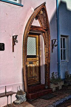 This post is dedicated to reusing old wooden boats. Old boats can be used for a variety of wonderful projects, such as old boat doorway, b. Cool Doors, The Doors, Unique Doors, Windows And Doors, Front Doors, Panel Doors, Garage Doors, Garage House, Front Entry