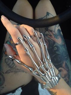 There is 0 tip to buy jewels, hand jewelry, jewelry. Help by posting a tip if you know where to get one of these clothes. Hand Jewelry, Cute Jewelry, Jewelry Accessories, Grunge Accessories, Jewlery, Grunge Jewelry, Gothic Jewelry, Hipster Jewelry, Tribal Jewelry