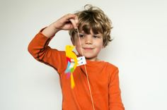 A simple woodpecker craft/toy that kids can make with the bird template provided, a straw and a rubber band.