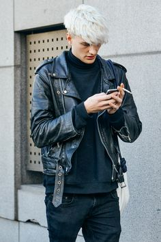 looks like the younger male version of Kate Lanphear - rue des mauvais garçons (Benjamin Jarvis at MFW F/W 2015 by Tommy Ton) Ivan Bubalo, Men Street, Street Wear, Fashion Moda, Mens Fashion, Street Fashion, Runway Fashion, Riders Jacket, Tommy Ton