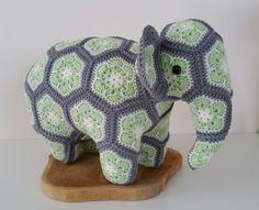 Love to mak african flowers and turn them into an Crochet Teddy, Crochet Cross, Crochet African Flowers, Crochet Flowers, Tunisian Crochet, Knit Crochet, Crochet Elephant, Elephant Elephant, Maker