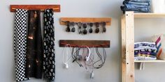Summer is coming! Get your sunnies ready. Here are our favorite sunglass-storage hacks on the Web.  1. Wooden Bungee Wall Organizer - A Snug Favorite!       Shopping list:    – bungee cords (red, yellow, blue)  – wood stain (golden pecan, jacobean, sedona red)  – 3 2-foot hobby boards  – pi...
