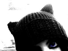 Knitted Cat Hat  •  Free tutorial with pictures on how to make an animal hat in 5 steps