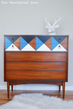 Check out our list of 10 great mid-century DIY projects. Everything from lights and mirrors to cabinets, dressers, benches and tables. Beautiful vintage pieces refurbished, painted, stained and stripped to create beautiful additions to your home decor. Get inspired!