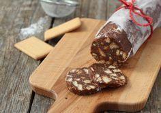 Il salame di nutella e mascarpone è un dolceche non prevedecottura, facile da realizzare, preparato con biscotti, nutella, mascarpone e senza uova crude