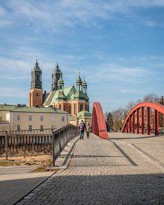 Poznań Most św. Jordana Więcej na snapchat: poznagram   #poznagram #poznangram #poznan #poznań #posen #poland #polska #igers #vscocam #vscopoland #vsco #igerspoland #spring #city #walk #architecture #architektura  #sun #clouds #bluesky #building #people #cars #trees #citycentre #huntgrampoland #huntgram #artystycznapodroz #visualsgang #polskarchitekturai by poznagram