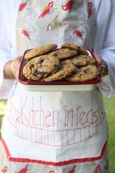 En İyi Çikolata Parçalı Kurabiye (Videolu Tarif) – KitcheninRed Sevgiyle Pişen Yemeklerin Mutfağı