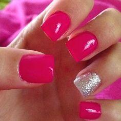 Love an accent nail!