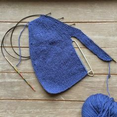 Free Knitting Pattern For Premature Baby - Diy Crafts - Qoster Knit Baby Pants, Knitted Baby Cardigan, Baby Pullover, Knitted Coat, Baby Knitting Patterns, Knitting For Kids, Knitting Designs, Free Knitting, Girls Sweaters