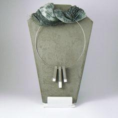 Gargantilla, collar de cemento, hecha y pintada a mano. Disponible €25 de MicaRicaShop en Etsy
