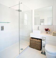 Small Bathroom Renovations 91972017369806762 - Petite+salle+de+bain+blanche Source by judegiacomi Small Shower Room, Big Shower, Small Showers, Glass Shower, Open Showers, White Shower, Large Shower, Small Wet Room, Clean Shower