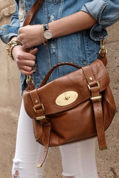 Mulberry is one of the most famous fashion houses that are subjected to women requirements. Mulberry has produced fashion bags in medium and large-sized to Mulberry Purse, Mulberry Alexa, Fashion Handbags, Fashion Bags, Trend Fashion, Mk Purse, Mk Bags, Cute Bags, Messenger Bag