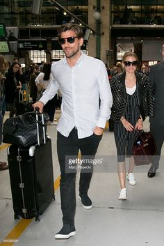 Johannes Huebl and wife Olivia Palermo arrive at 'Gare du Nord' station on July 2016 in Paris, France. Estilo Olivia Palermo, Olivia Palermo Lookbook, Olivia Palermo Style, Best Mens Fashion, Star Fashion, Women's Fashion, New York Socialites, Jean Smart, Man Dressing Style
