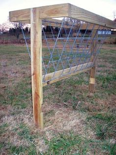 Goats, sheep and other small livestock often require special consideration when it comes to hay feeders. Learn how to build a hay feeder in 17 simple steps. Diy Hay Feeder, Goat Hay Feeder, Horse Shelter, Horse Stables, Horse Feeder, Hay Feeder For Horses, Goat Pen, Horse Barn Plans, Mini Horse Barn