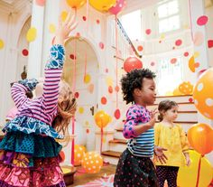 Circle party idea for kids (or maybe even adults). Balloons, polka dot table cloths, and construction paper circles on the walls add to the fun and festive atmosphere. Add some bubbles for even more fun. #birthdays