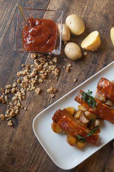 Costine in salsa BBQ con patate novelle.