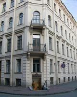 In diesem Haus in St. Petersburg wohnte Dostojewski kurz im Oktober 1846 und dann vom Oktober 1878 bis Januar 1881.( Dostoevskij visse in questa casa di San Pietroburgo nell'ottobre 1846 e dall'ottobre 1878 al gennaio 1881)