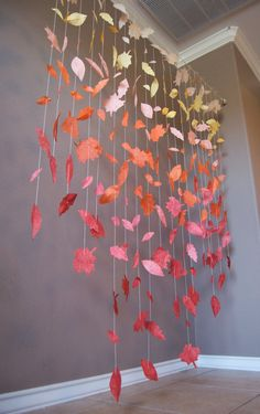 Herbst Blatt Girlande Display This cascading paper sheet garland shows a beautiful palette of fall c Fall Crafts, Diy And Crafts, Crafts For Kids, Paper Leaves, Paper Flowers, Fall Leaf Garland, Frozen Themed Birthday Party, Wedding Ceremony Backdrop, Safari Party