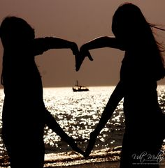 Heart brings the colours, i fit in the titanic inside. I fit in the symbol of love !!