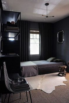 Simple room design ideas for men dark bedroom decor inspiration home interior ideas pictures . Cozy Small Bedrooms, Bedroom Ideas For Men Small, Dark Bedrooms, Masculine Bedrooms, Black Rooms, Aesthetic Bedroom, Dark Interiors, Man Room, Modern Bedroom