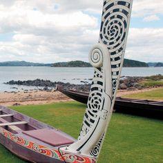 Waka at Waitangi. So wonderful to be there at 6 february, Waitangi Day. Polynesian Art, Polynesian Culture, Waitangi Day, Maori Patterns, Long White Cloud, Maori Designs, Maori Art, Kiwiana, History Projects