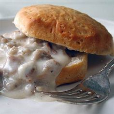 This Biscuits and Vegetarian Sausage Gravy recipe puts a surprising but delicious twist on a classic Southern breakfast. Vegetarian sausage has a Vegetarian Sausage Gravy Recipe, Vegetarian Biscuits And Gravy, Vegan Biscuits, Vegetarian Recipes, Easy Biscuits, Sausage Biscuits, Veggie Sausage, Homemade Buttermilk Biscuits, Southern Breakfast