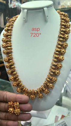 Gold Jewelry For Brides Key: 8574536880 Gold Temple Jewellery, Gold Jewellery Design, Antic Jewellery, Gold Jewelry Simple, Silver Jewelry, Choker Jewelry, Antique Jewelry, Jewelery, Indian Wedding Jewelry